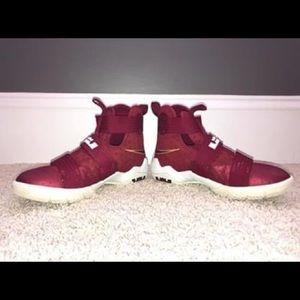 Lebron NIKE Soldier, size 3.5Y, GREAT CONDITION!